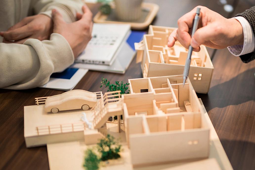 設計図に基づいた建築模型で間取りや構造を確認・検討
